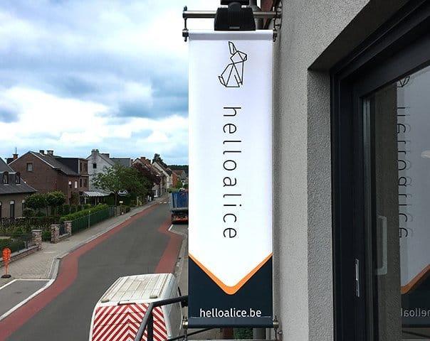 Gevelbanier_HelloAlice