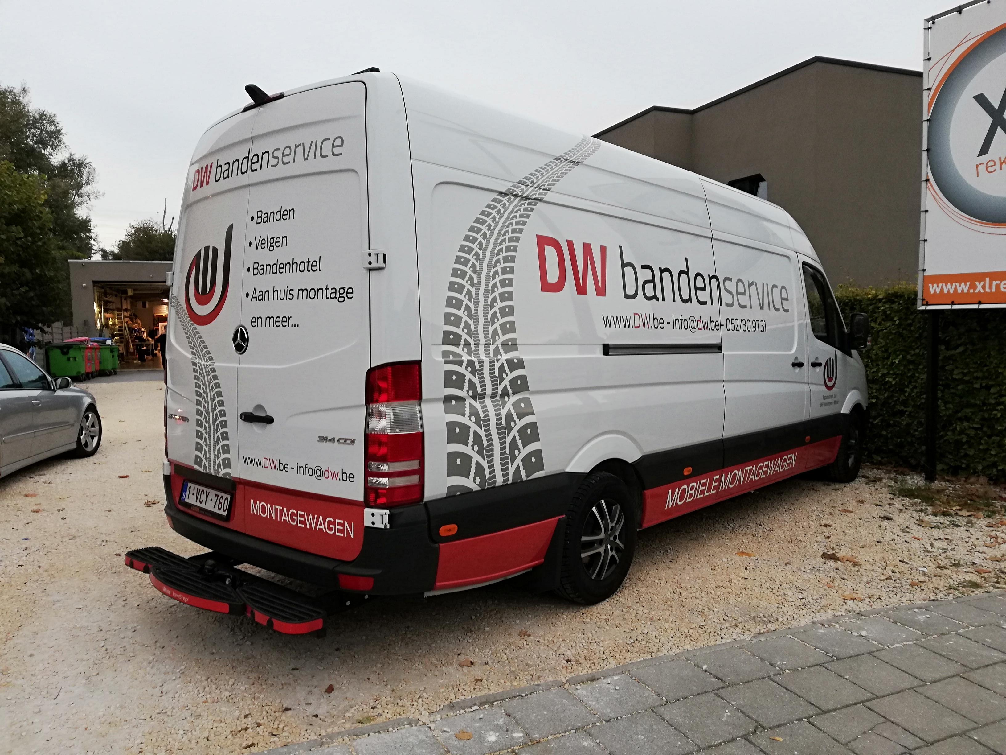 Autobelettering achterkant D.W. Bandenservice