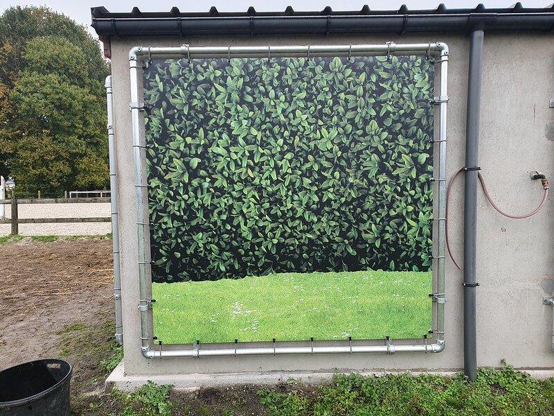 XL Reklame - Paardenstal met reclameframes en spandoeken