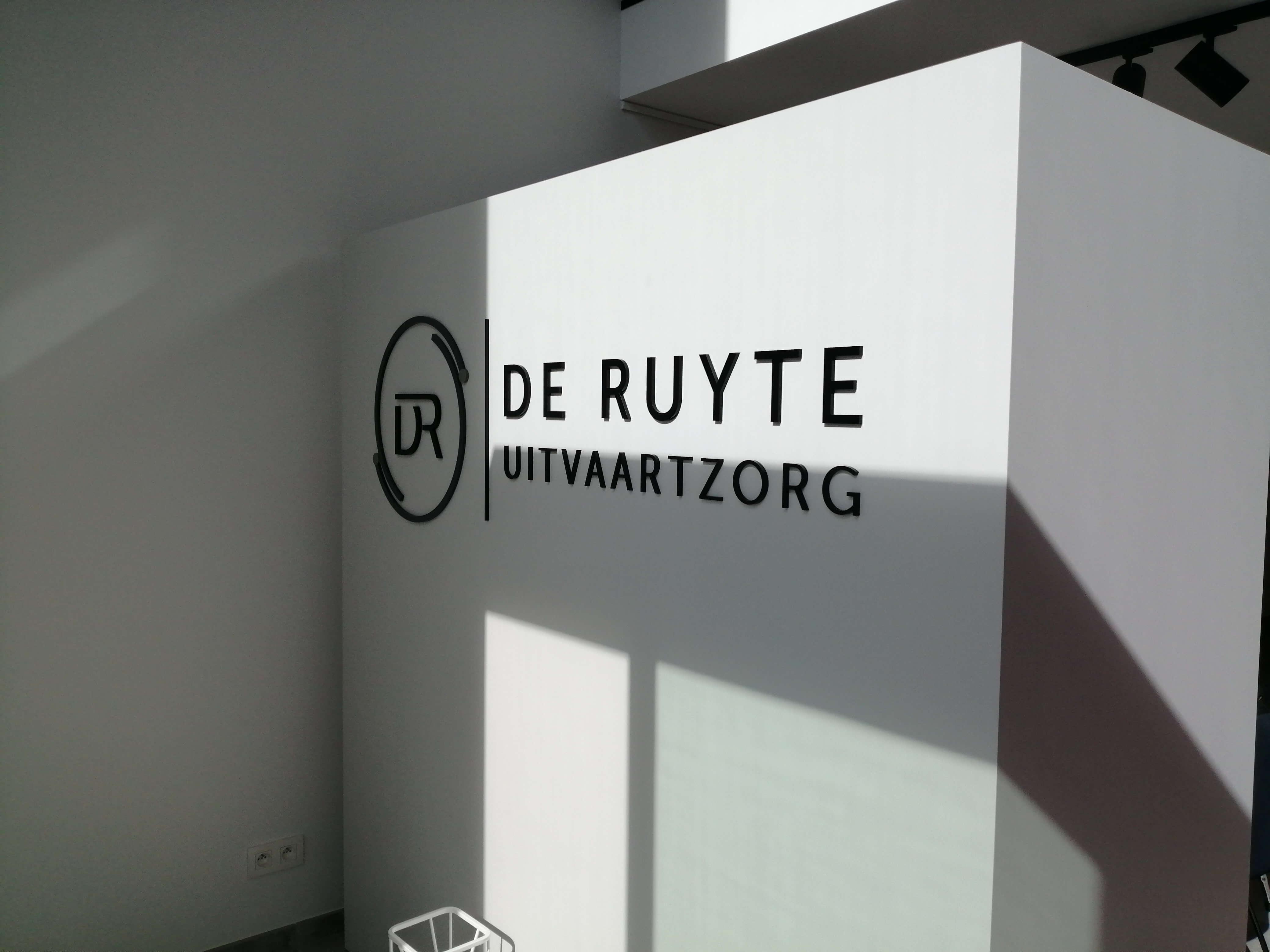Aankleding pand Uitvaartzorg De Ruyte